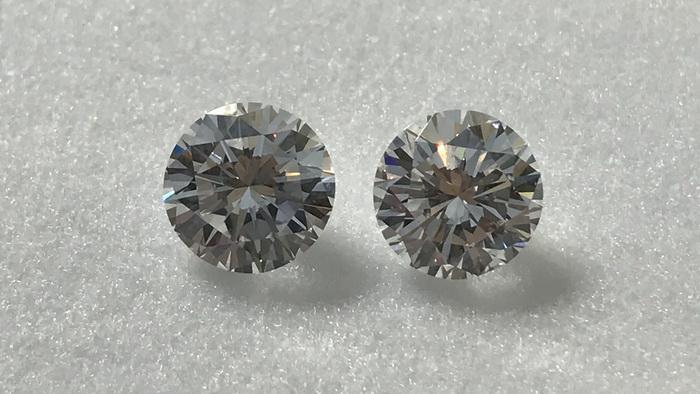 два бриллианта 1 карат
