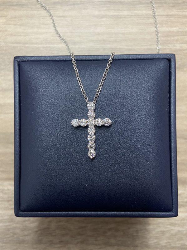 Крестик с бриллиантами фото