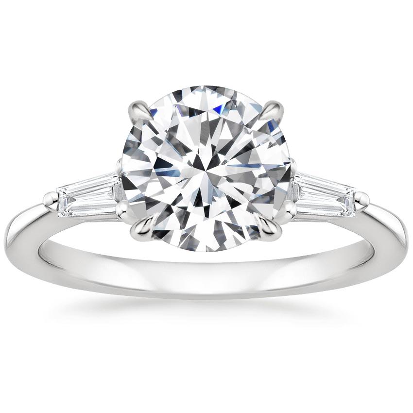 Кольцо с бриллиантом и багетами