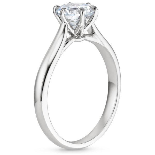 Кольцо с бриллиантом в 6 лапках