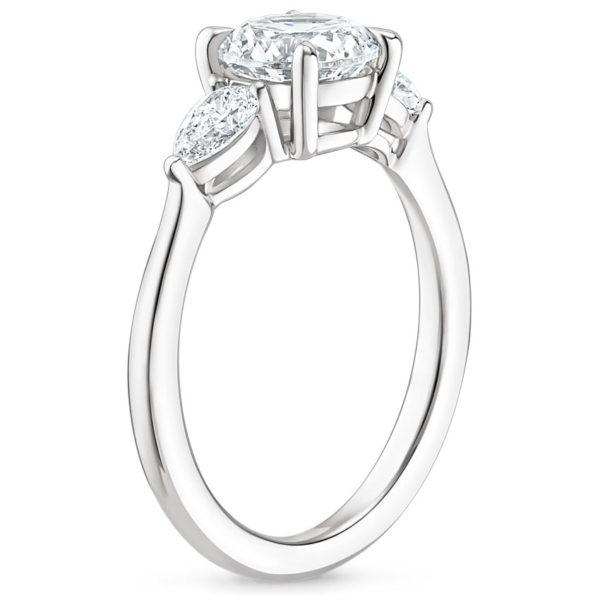 Кольцо белое золото с 3 бриллиантами фото сбоку
