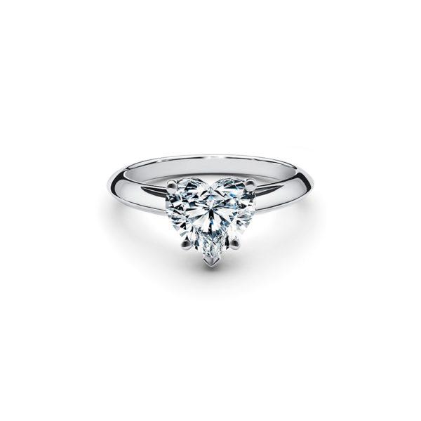 Кольцо с бриллиантом сердце белое золото фото сверху